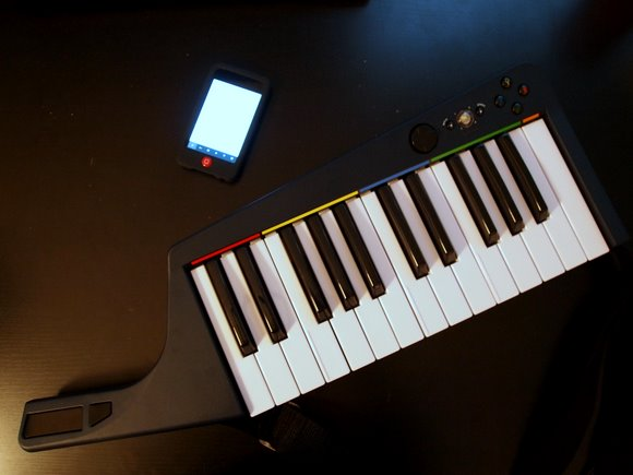 Hands-on: Rock Band 3's Keytar, a Surprisingly Serious $80