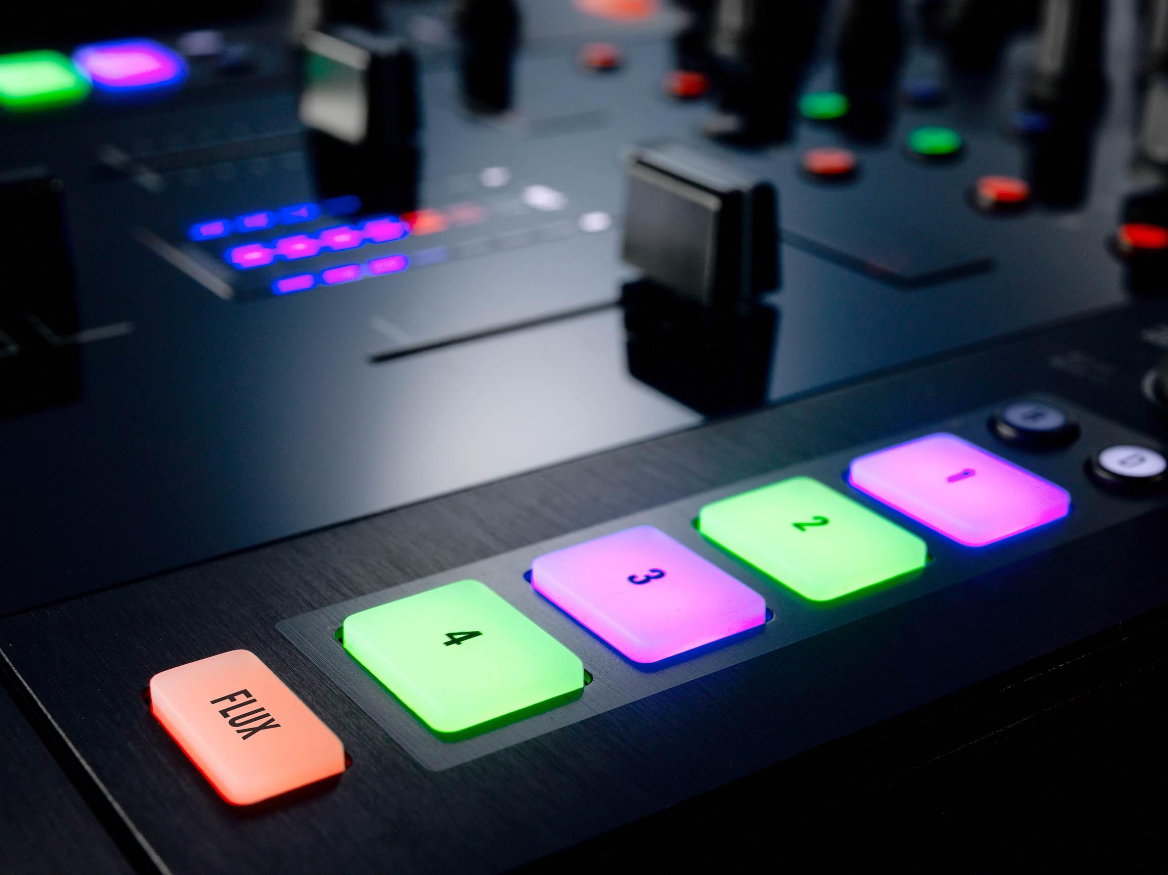 A Mixer, A Soundcard, a Controller: NI Traktor Kontrol Z2
