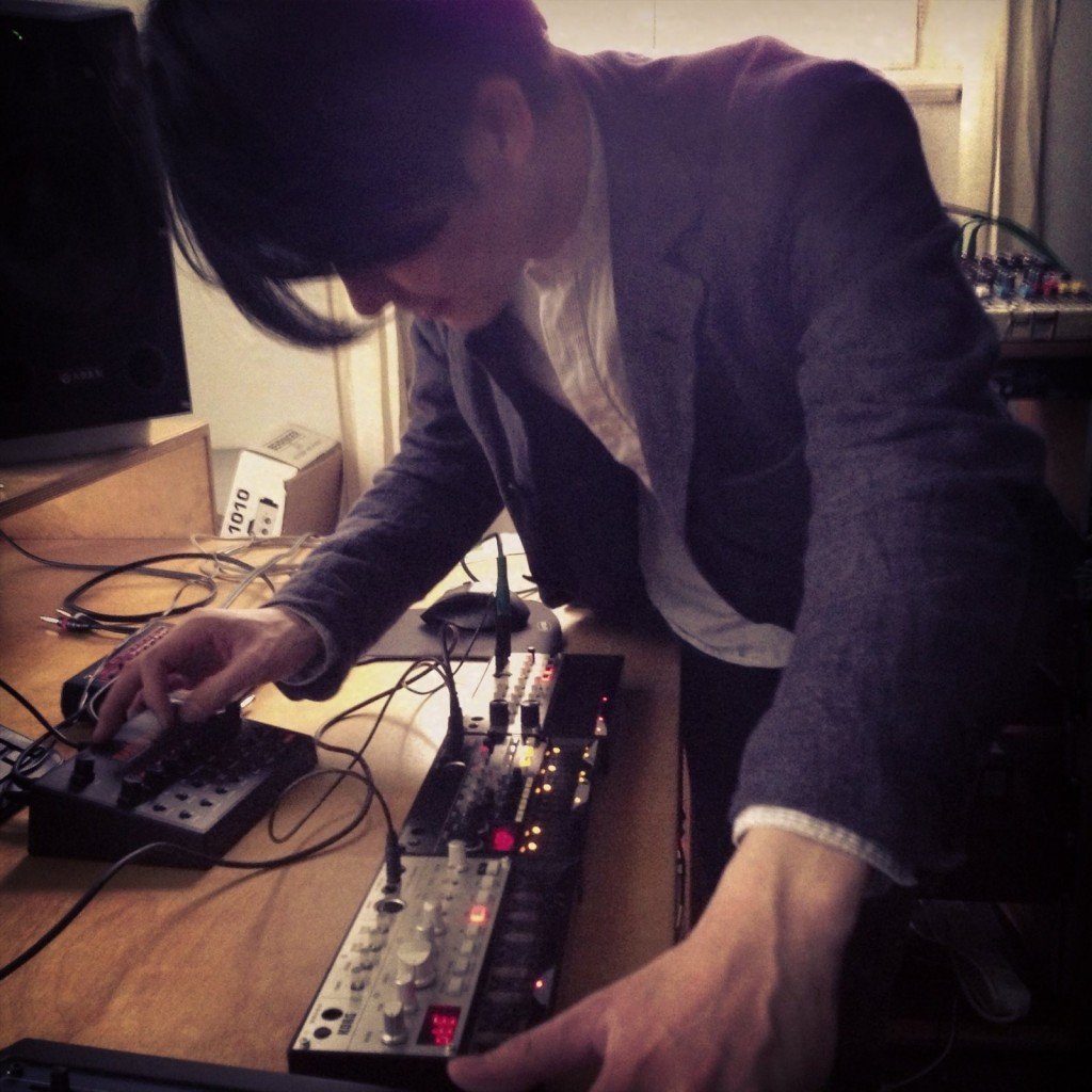 Korg's Tatsuya Takahashi stops by our studio, playing his volcas (and a bit of MeeBlip with us, too!)