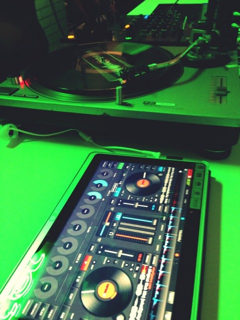 Turntables, also touchable and a very big deal. The DJ at the Acer press conference used both the P3 and a turntable running control vinyl to control Serato running on a more conventional Acer laptop.