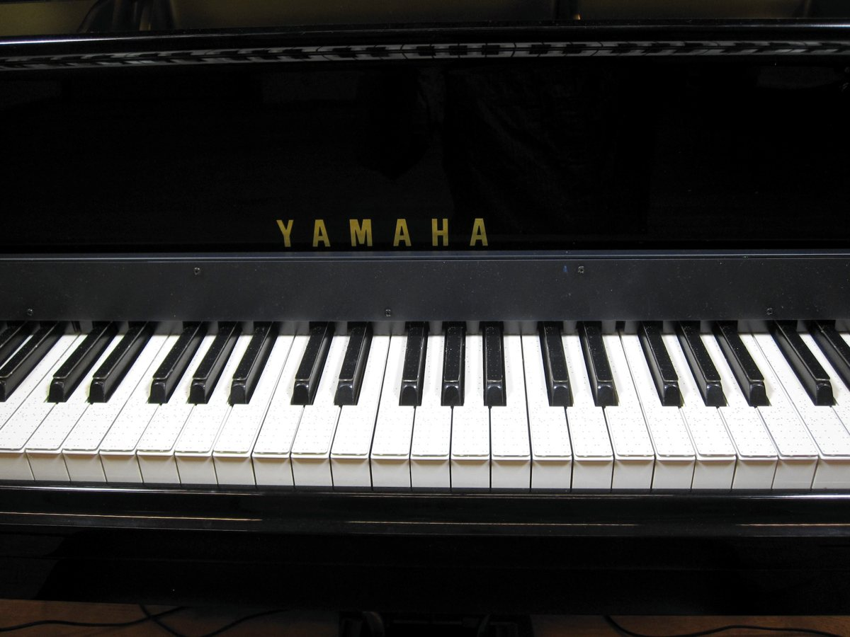 Used Yamaha Keyboard Piano