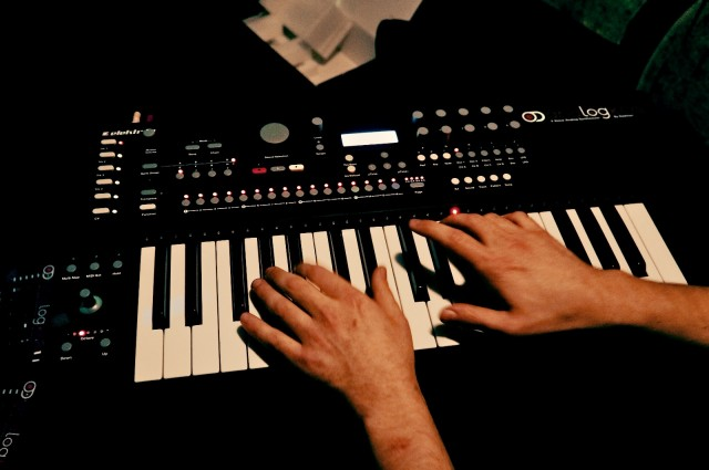 Not just an Analog Four with a keyboard, says Elektron. The Analog Keys also boasts a joystick, step sequencer, and hands-on workflow. Photos: Benjamin Weiss, De:bug.