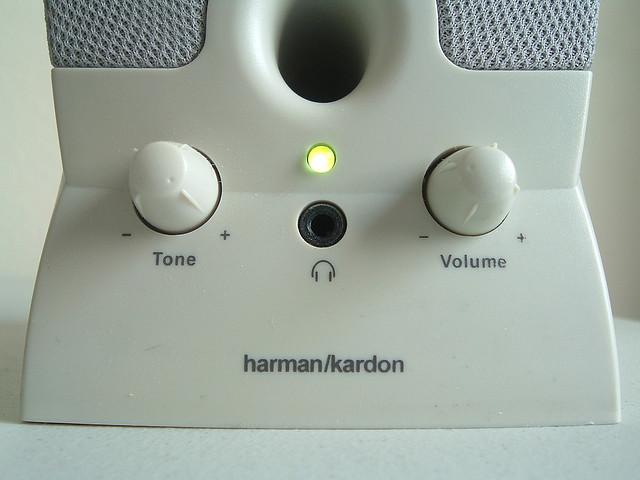 Ce n'est pas un haut-parleur. It's a synth. Photo (CC-BY-SA) LividFiction.