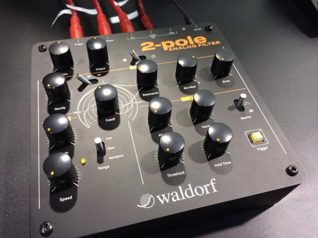 waldorf2pole_angled