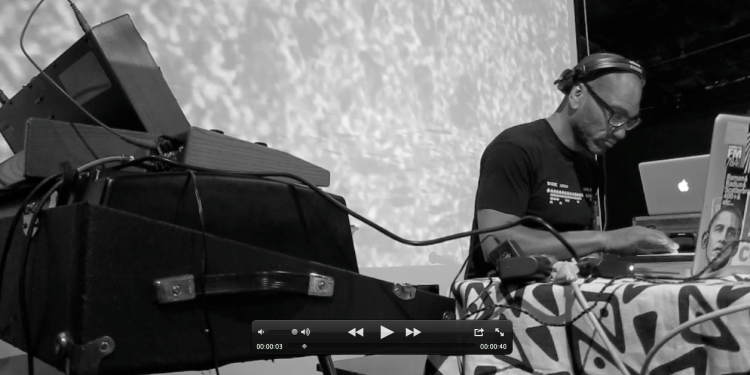 King Britt pays his dues to Sun Ra. Photo : Keith Hodges.