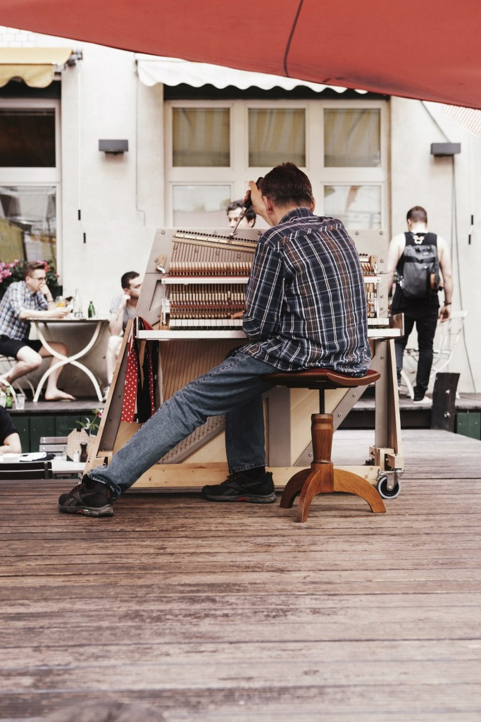 Nils with Una Corda piano. Photo: Claudia Goedke.