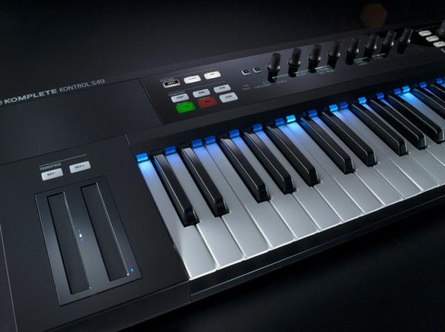 NI_Komplete_Kontrol_S-Series_Keyboards_Perspective_03