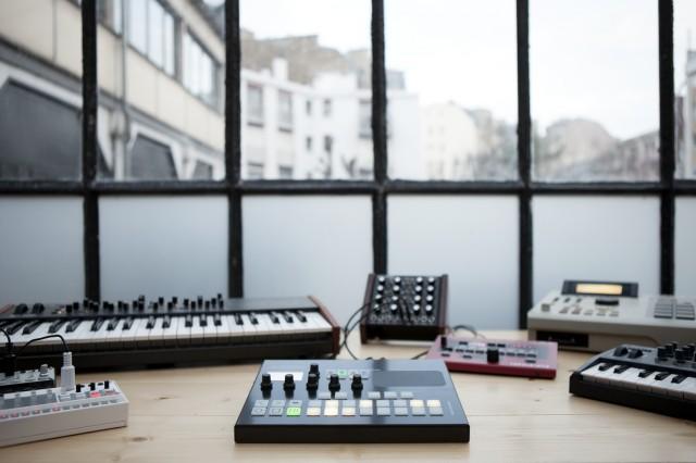 01 Pyramid studio table