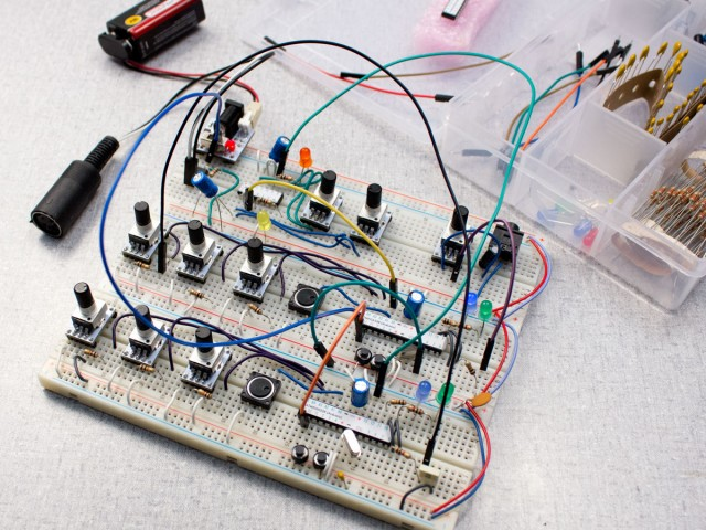 rad-fi-patchable-synth