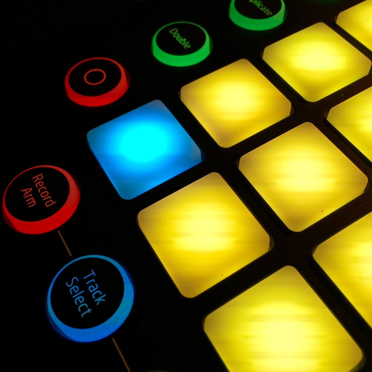 Launchpad Pro Grid Controller: Hands-on Comprehensive Guide