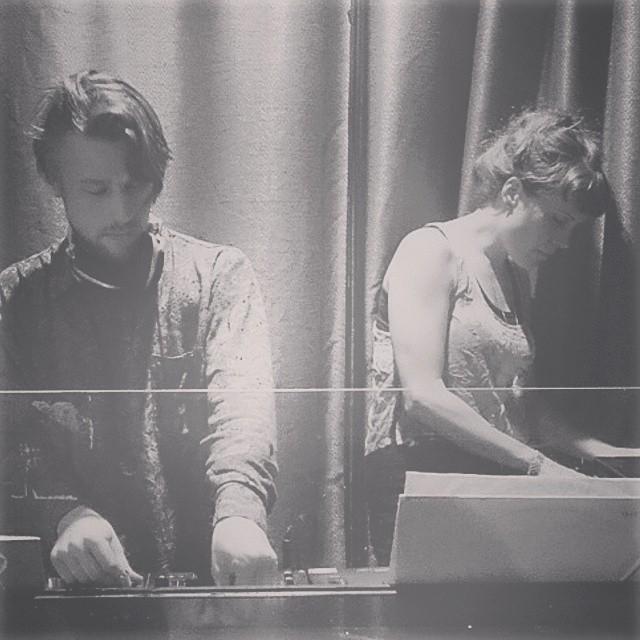 Korridor and Fjäder, playing together.