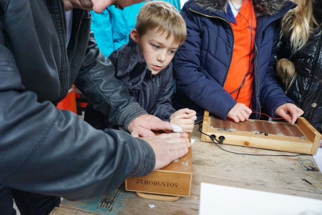 Visitors playing with a cracklebox(2)