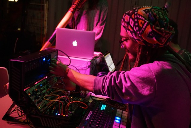 mniotic Gap and their, analog-digital-acoustic mashup