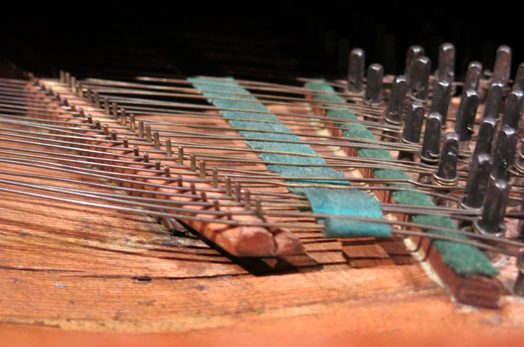 The old way: clavichords can produce some dynamic, but not much. By Enfo - Own work, CC BY-SA 3.0, https://commons.wikimedia.org/w/index.php?curid=29835325
