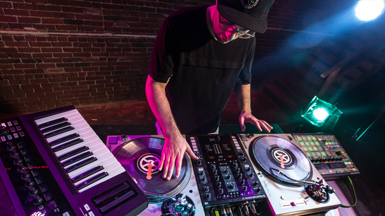 Shiftee takes us inside his latest virtuosic laptop DJ routine
