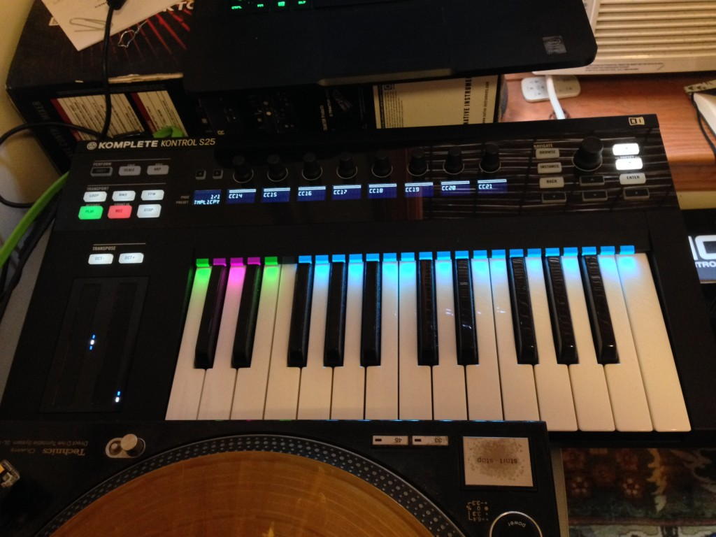 Komplete Kontrol S25 keyboard. While not used with the accompanying NI software, here the encoders and displays still show current MIDI CC values (for controlling another synth).