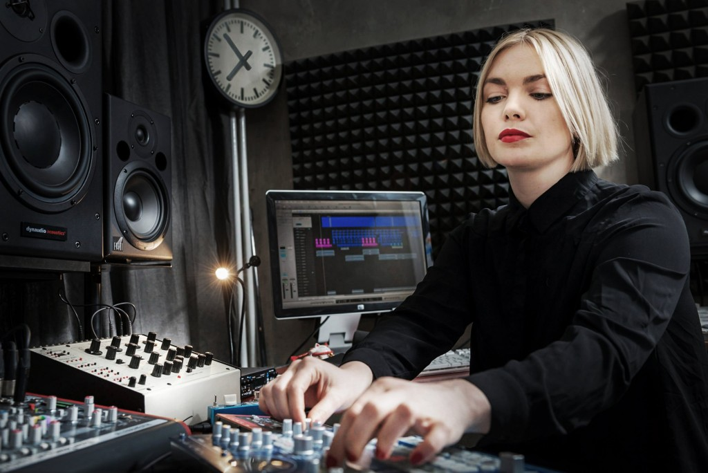 Emika, who is not only performing but inviting us into her studio process.