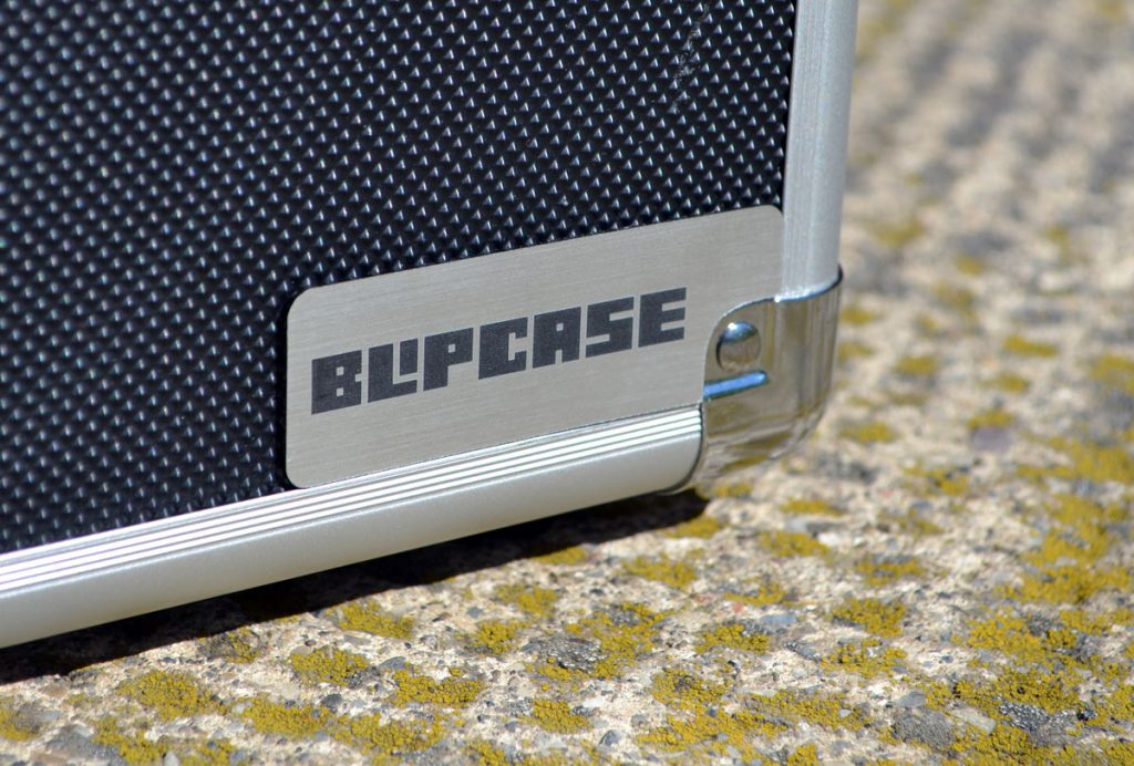 0000-blipcase logo on case