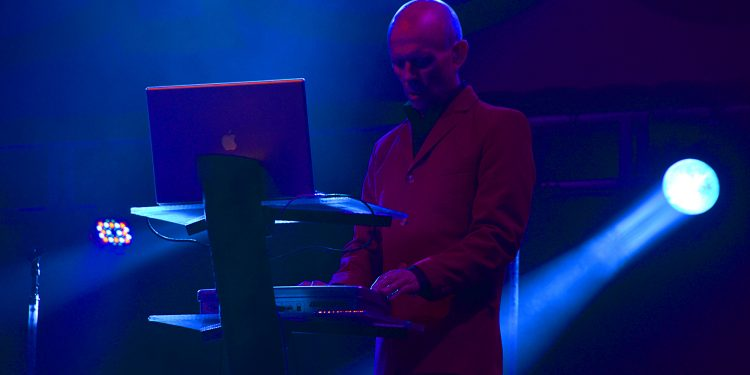 Erasure playing live onstage on the Mac.  (CC-BY-SA) Andrew Hurley.