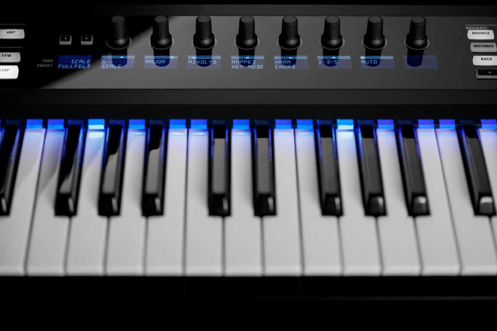 ni_komplete-kontrol-1-8_scales-and-chord-feature