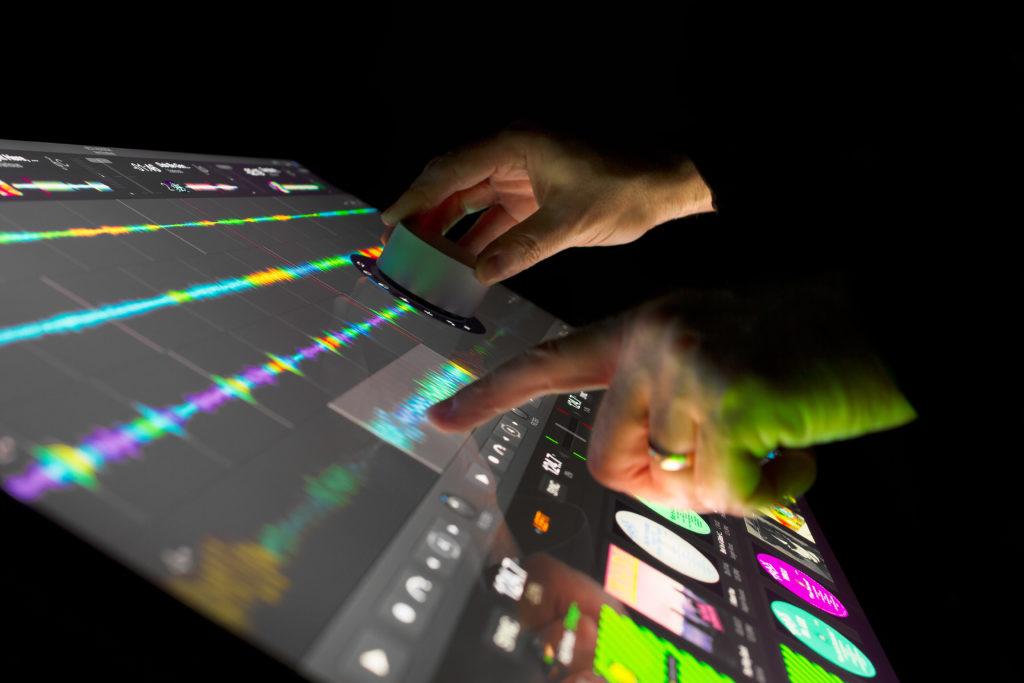 4-surface-studio-hands