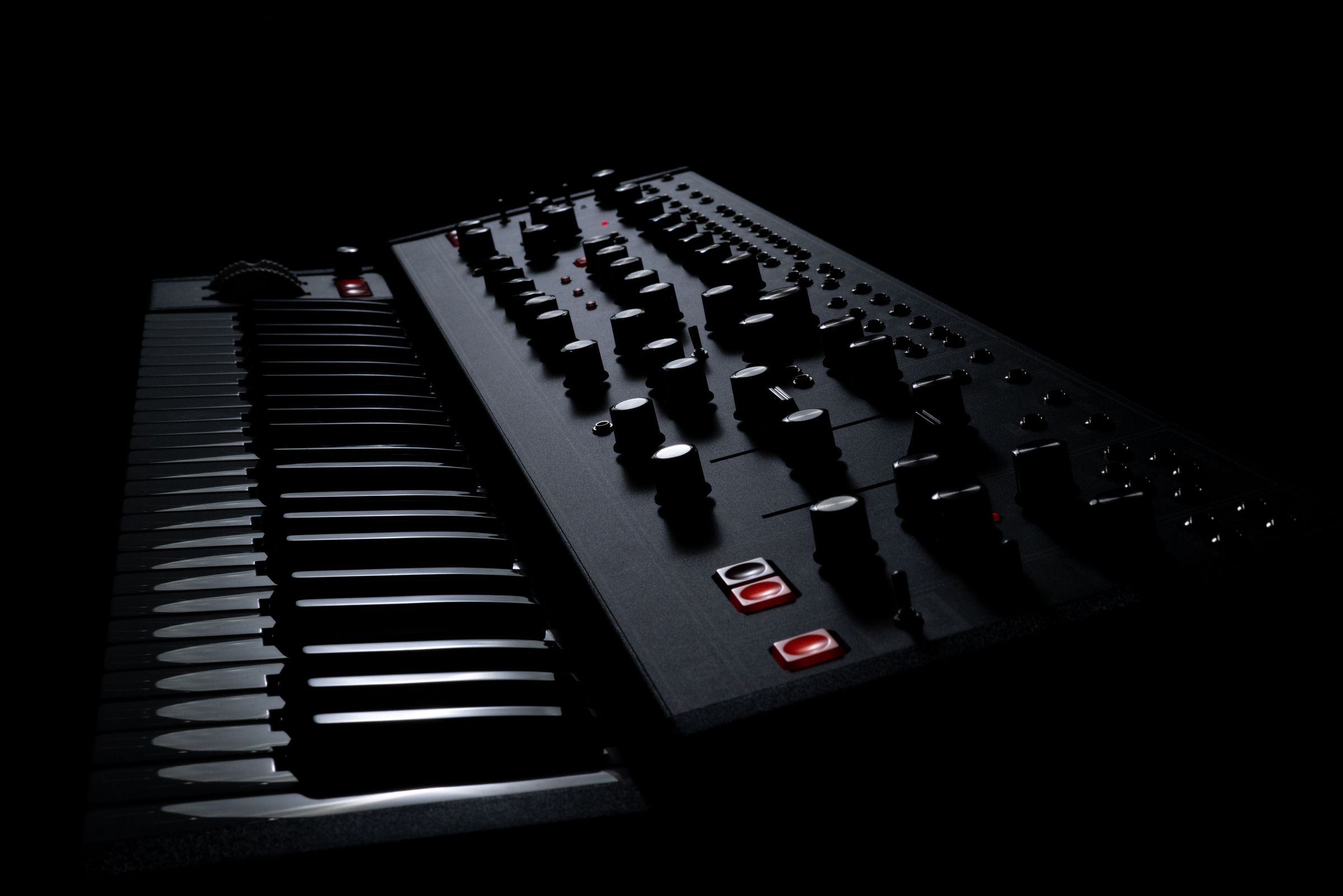 Moog's Matriarch gets dark; go deep into modular synthesis on this instrument with us - CDM Create Digital Music